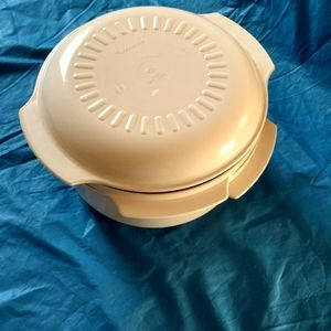 Tupperware Kitchen - Tupperware microwave cooker.